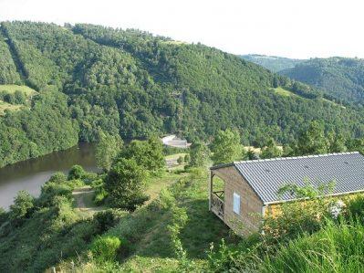 CAMPING LE BELVEDERE-Un camping en bord de lac le Cantal-NEUVEGLISE