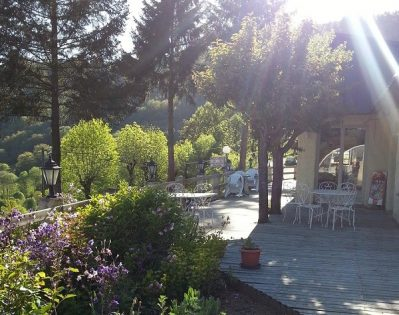 CAMPING LE BELVEDERE-Un camping fleuri-NEUVEGLISE