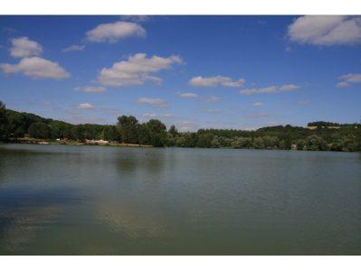 DOMAINE DU LAC DE NEGUENOU-Un camping en bord de lac le Lot-et-Garonne-PRAYSSAS