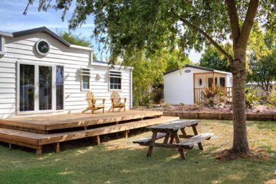 CASTEL / LE VILLAGE WESTERN-Hébergements haut de gamme du camping CASTEL / LE VILLAGE WESTERN-HOURTIN