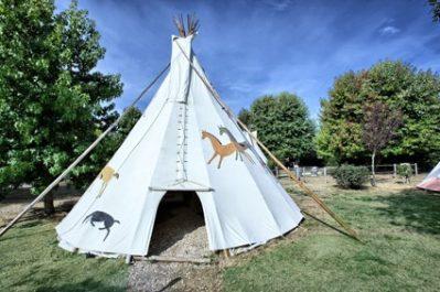 CASTEL / LE VILLAGE WESTERN-Les hébergements insolites du camping CASTEL / LE VILLAGE WESTERN-HOURTIN