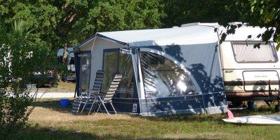 CASTEL / LE VILLAGE WESTERN-Les emplacements du camping CASTEL / LE VILLAGE WESTERN-HOURTIN
