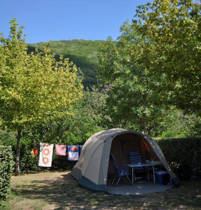 LES CERISIERS DU JAUR-Les emplacements du camping LES CERISIERS DU JAUR-SAINT PONS DE THOMIERES