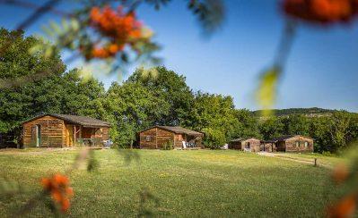 DOMAINE DU GARISSOU-Les chalets du camping DOMAINE DU GARISSOU-CORDES SUR CIEL