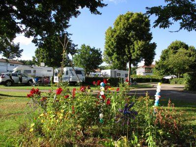 CAMPING DE VITTEL-Un camping fleuri-VITTEL