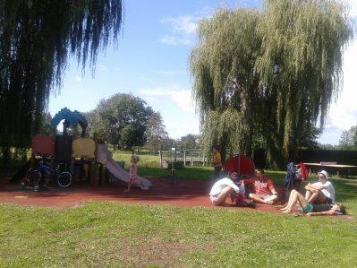 CAMPING DE LA PORTE D'ARROUX-Espace jeux pour les enfants-AUTUN