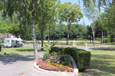 LES HALLES-Un camping fleuri-DECIZE