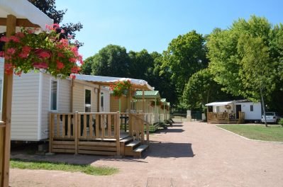 LES HALLES-Les mobil-homes du camping LES HALLES-DECIZE