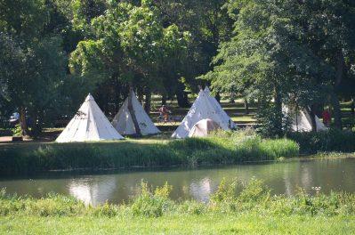 CAMPING DES HALLES-Accès direct à la rivière dans la Nièvre-DECIZE