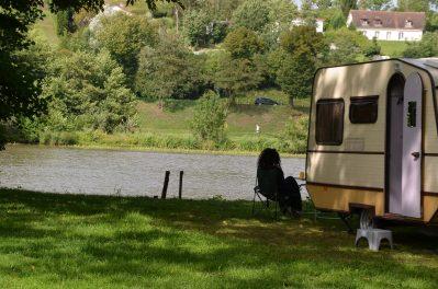 CAMPING DES HALLES-Un camping en pleine nature-DECIZE