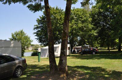 LES HALLES-Les emplacements du camping LES HALLES-DECIZE