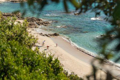 CAP TAILLAT-Accès direct à la plage pour le camping CAP TAILLAT-RAMATUELLE
