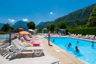 LA FERME-La piscine du camping LA FERME-LATHUILE