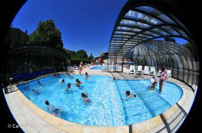 LA FERME-La piscine couverte et chauffée du camping LA FERME-LATHUILE