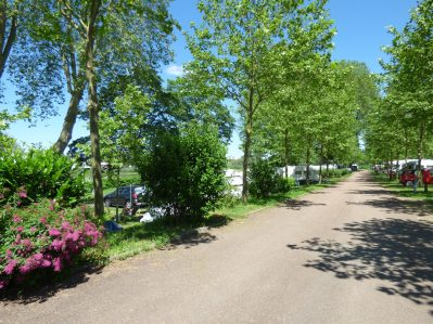 CAMPING DE NEVERS - Un camping fleuri - NEVERS