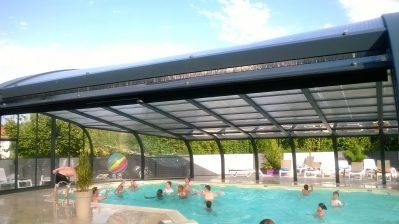 LES CHARMES-La piscine couverte du camping LES CHARMES-APREMONT