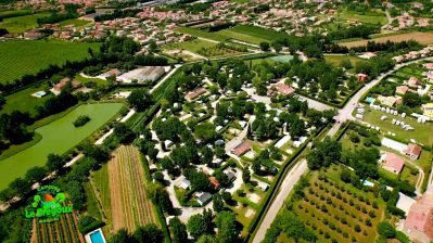 LE BREGOUX-Un camping en bord d'étang das Departement Vaucluse-AUBIGNAN