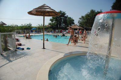 LES ECUREUILS-La piscine du camping LES ECUREUILS-HOURTIN