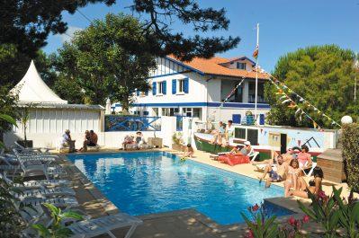 DUNA-MUNGUY-La piscine du camping DUNA-MUNGUY-SAINT JEAN DE LUZ
