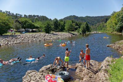MAS DE LA CAM-Accès direct à la plage pour le camping MAS DE LA CAM-SAINT JEAN DU GARD
