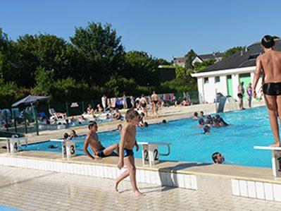CAMPING MUNICIPAL-La piscine du camping CAMPING MUNICIPAL-PREUILLY SUR CLAISE