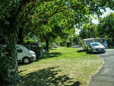 CAMPING MUNICIPAL-Les emplacements du camping CAMPING MUNICIPAL-PREUILLY SUR CLAISE