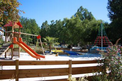 LA PELONIE-Espace jeux pour les enfants-SAINT ANTOINE D AUBEROCHE