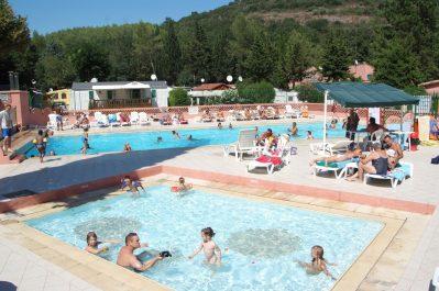 PARC SAINT-JAMES LE SOURIRE-Jeux aquatiques au camping PARC SAINT-JAMES LE SOURIRE, les Alpes-Maritimes-VILLENEUVE LOUBET