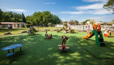 LA GRAND'TERRE-Espace jeux pour les enfants-RUOMS