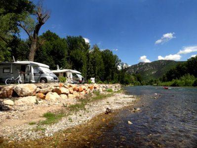 LES BORDS DU TARN-Les emplacements du camping LES BORDS DU TARN-MOSTUEJOULS