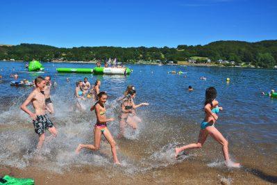 LES GENETS-Accès direct à la plage pour le camping LES GENETS-SALLES CURAN
