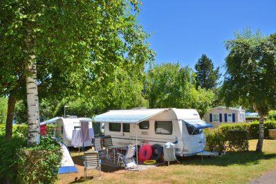 LES GENETS-Les emplacements du camping LES GENETS-SALLES CURAN