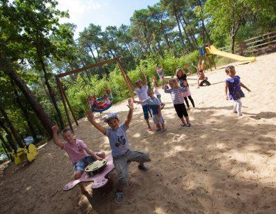 LES PINS DE LA COUBRE-Espace jeux pour les enfants-MATHES