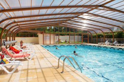 L'ABRI COTIER-La piscine couverte et chauffée du camping L'ABRI COTIER-SAINT NAZAIRE SUR CHARENTE