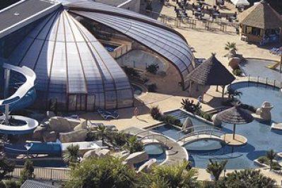 L'ESCALE SAINT-GILLES-La piscine couverte du camping L'ESCALE SAINT-GILLES-BENODET