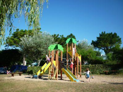LES GRANDS SABLES-Espace jeux pour les enfants-CLOHARS CARNOET
