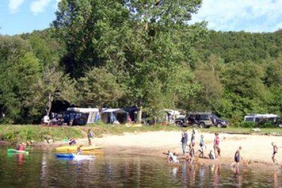 VILLAGE LOISIRS DE TY NADAN-Accès direct à la plage pour le camping VILLAGE LOISIRS DE TY NADAN-LOCUNOLE