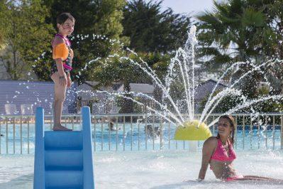 VILLAGE LA PLAGE-La piscine du camping VILLAGE LA PLAGE-PENMARCH