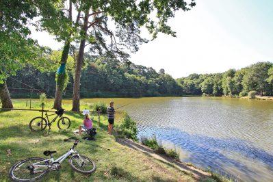 PARC DE FIERBOIS-Un camping en bord d'étang l'Indre-et-Loire-STE CATHERINE DE FIERBOIS