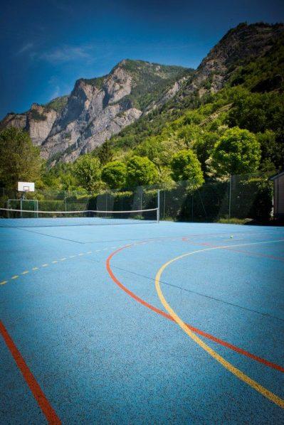 A LA RENCONTRE DU SOLEIL-Le terrain multi-sports-BOURG D OISANS