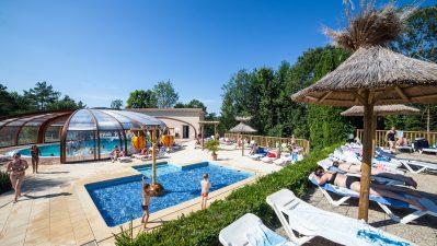 LE MOULIN-La piscine couverte et chauffée du camping LE MOULIN-PATORNAY