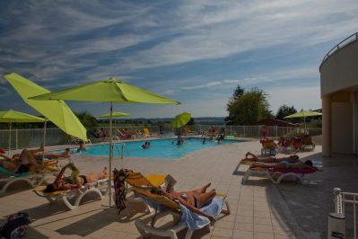 LE LAC DE LA LIEZ-La piscine du camping LE LAC DE LA LIEZ-PEIGNEY