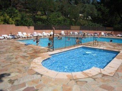 LES PHILIPPONS-La piscine du camping LES PHILIPPONS-ADRETS DE L ESTEREL