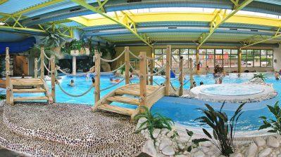 LE BEL AIR-La piscine couverte et chauffée du camping LE BEL AIR-CHATEAU D OLONNE