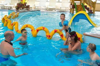 LE BEL AIR-La piscine couverte du camping LE BEL AIR-CHATEAU D OLONNE