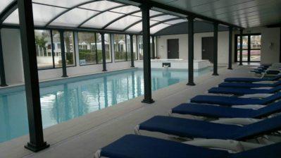 AUX COEURS VENDEENS-La piscine couverte et chauffée du camping AUX COEURS VENDEENS-SAINT JEAN DE MONTS
