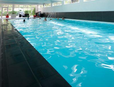 L'ABRI DES PINS-La piscine couverte et chauffée du camping L'ABRI DES PINS-SAINT JEAN DE MONTS