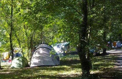 ISIS EN CEVENNES-Les emplacements du camping ISIS EN CEVENNES-SAINT JULIEN DE LA NEF