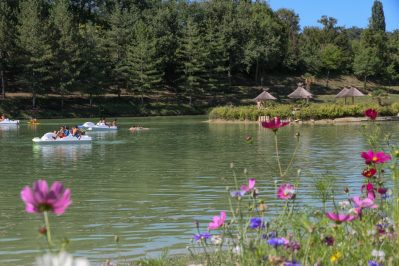 VILLAGE LAC DES 3 VALLEES-Un camping en bord de lac das Departement Gers-LECTOURE