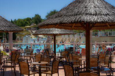 VILLAGE LAC DES 3 VALLEES-Le restaurant du camping VILLAGE LAC DES 3 VALLEES-LECTOURE